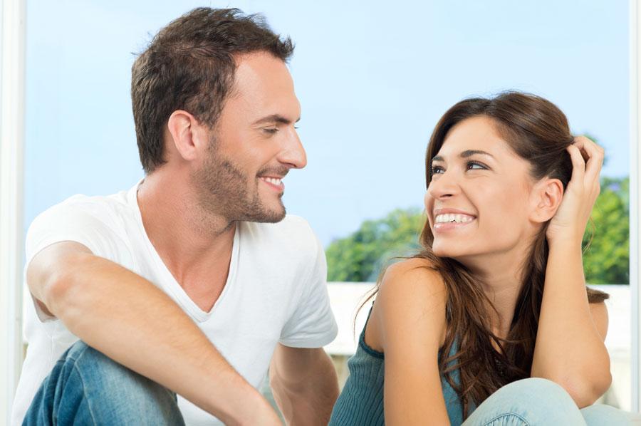 Photo of Як зрозуміти, що ви подобаєтеся чоловікові? 10 ознак флірту. Чоловікові подобається жінка: 10 ознак. Як зрозуміти, що ви подобаєтеся чоловікові: тіло і жести.