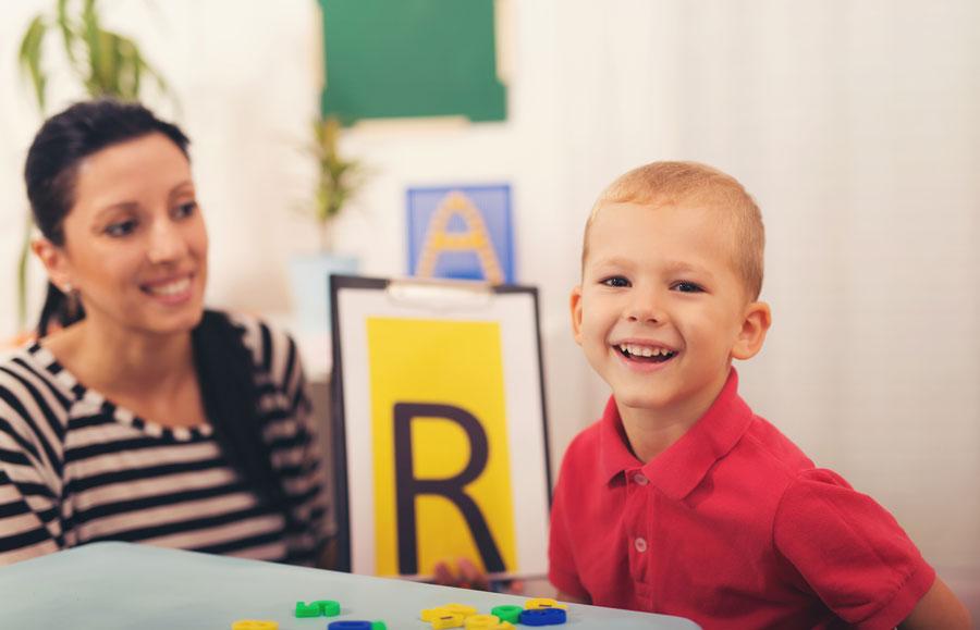Photo of Як навчити дитину говорити 'р'. Автоматизація звуку. Постановка звуку р у дитини — з логопедом або самостійно. Що заважає вимовляти р.