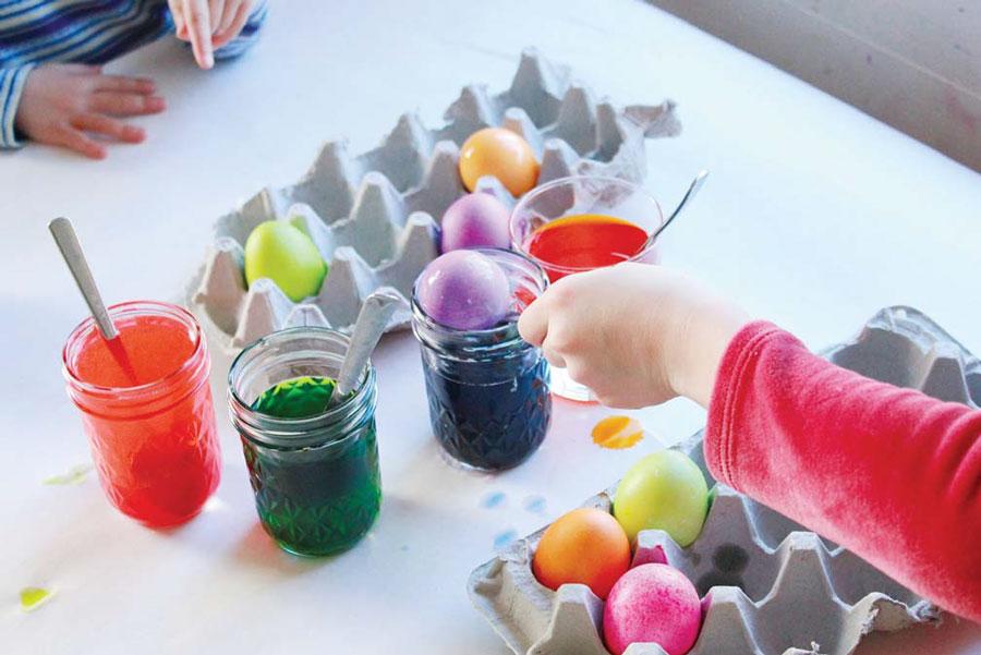 Photo of Фарбуємо яйця. 5 способів пофарбувати яйця разом з дітьми.