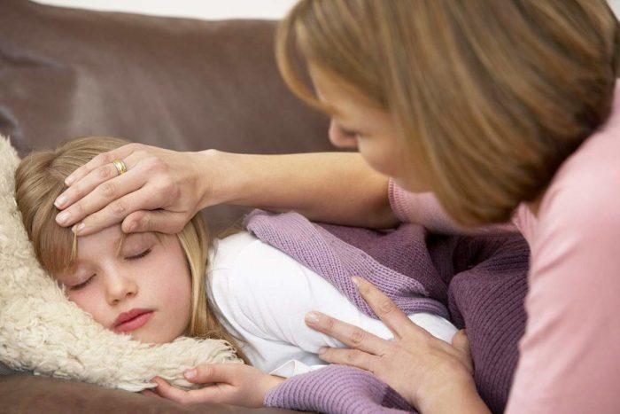 Photo of У дитини температура 38,5 і болить живіт