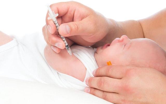 Проведение вакцинирования в роддоме.